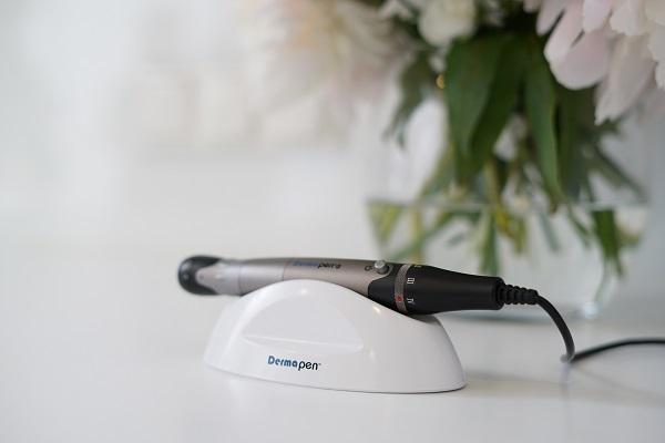Usuwanie blizn potrądzikowych poprzez mikronakłuwanie skóry Dermapen
