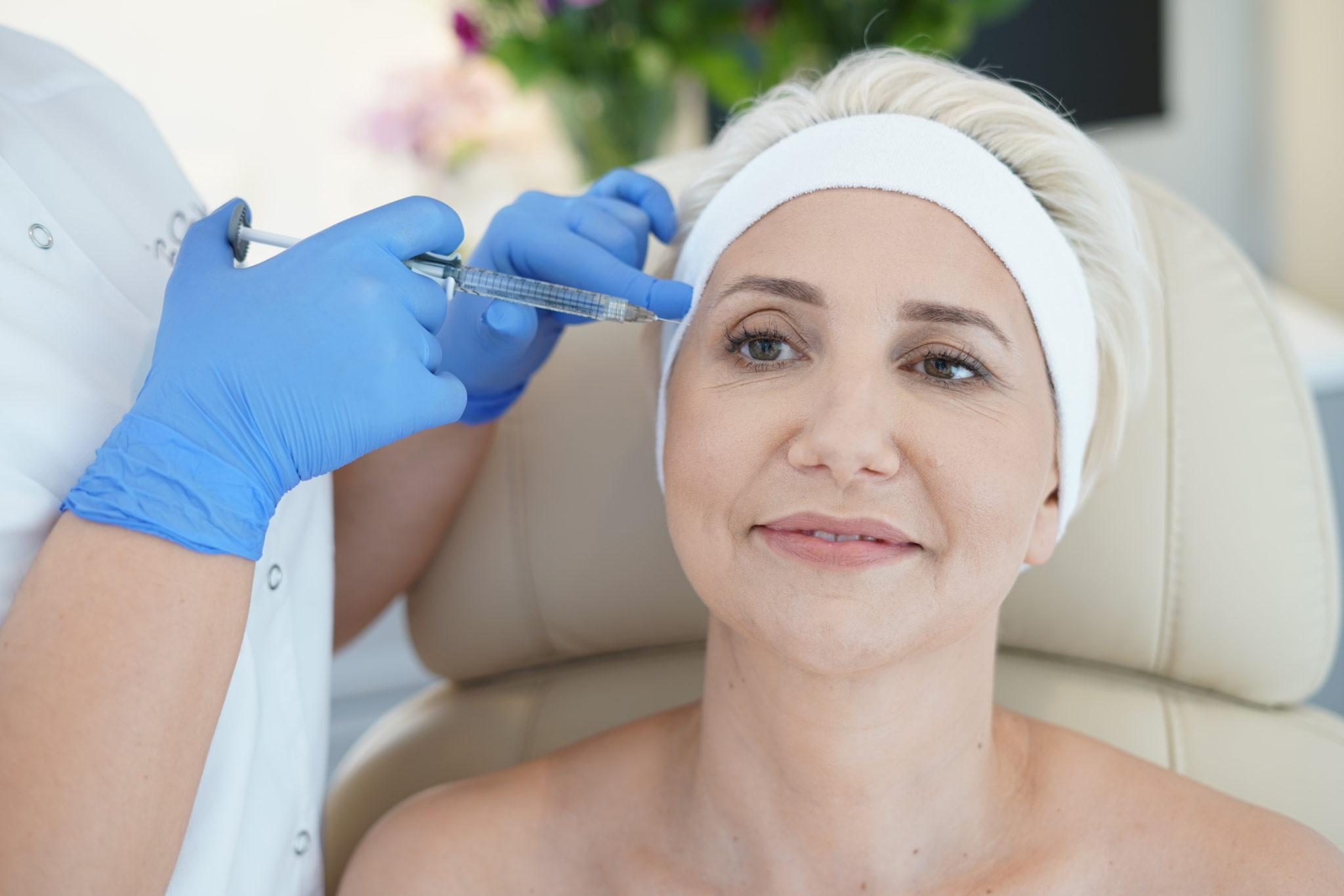Redukacja zmarszczek okolicy oczu kwasem hialuronowym w Warszawie