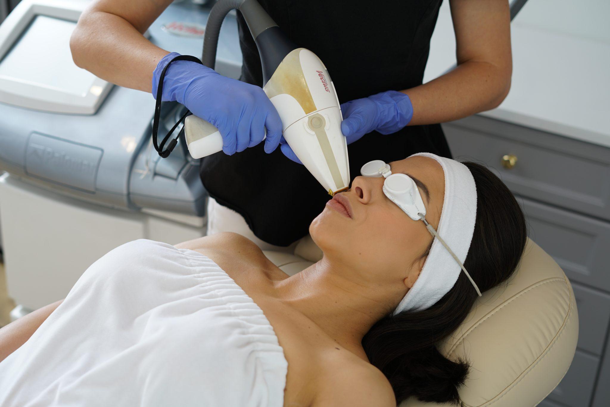 Laserowe usuwanie włosów z twarzy na Bemowie w Warszawie