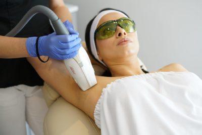 Laserowe usuwanie włosów pod pachami w Warszawie na Bemowie